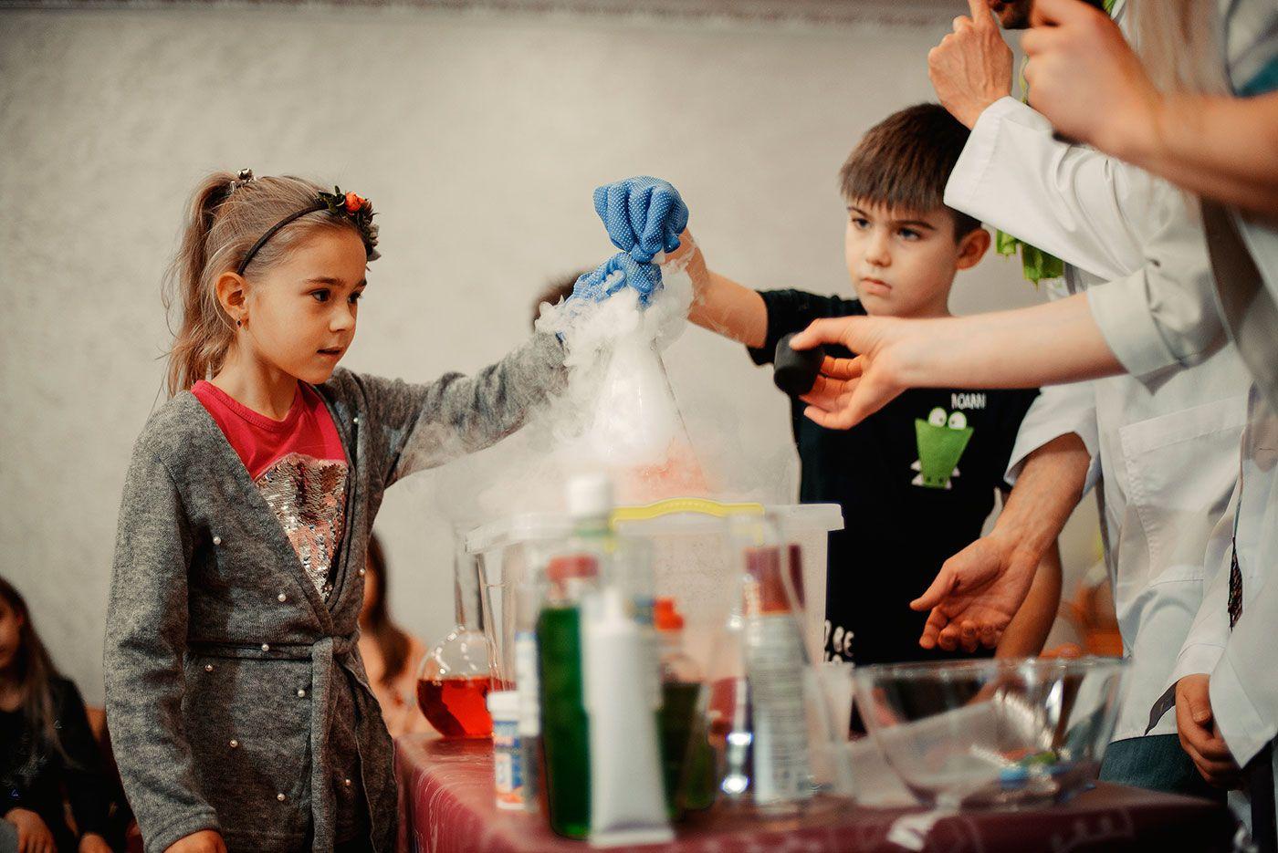 Научное шоу в детском центре Volkland